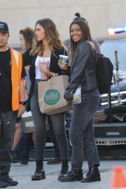 Jessica Alba and Gabrielle Union on the Set of L.A.'s Finest in Los Angeles 2018/10/25 7