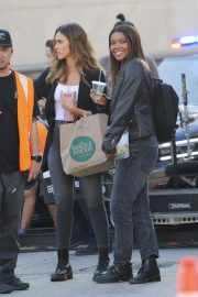 Jessica Alba and Gabrielle Union on the Set of L.A.'s Finest in Los Angeles 2018/10/25 8