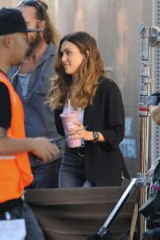 Jessica Alba on the Set of L.A.'s Finest in Los Angeles 2018/10/25 2