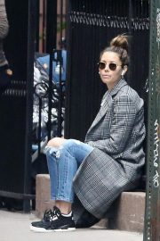 Jessica Biel in Ripped Jeans Out in New York 2018/10/23 5