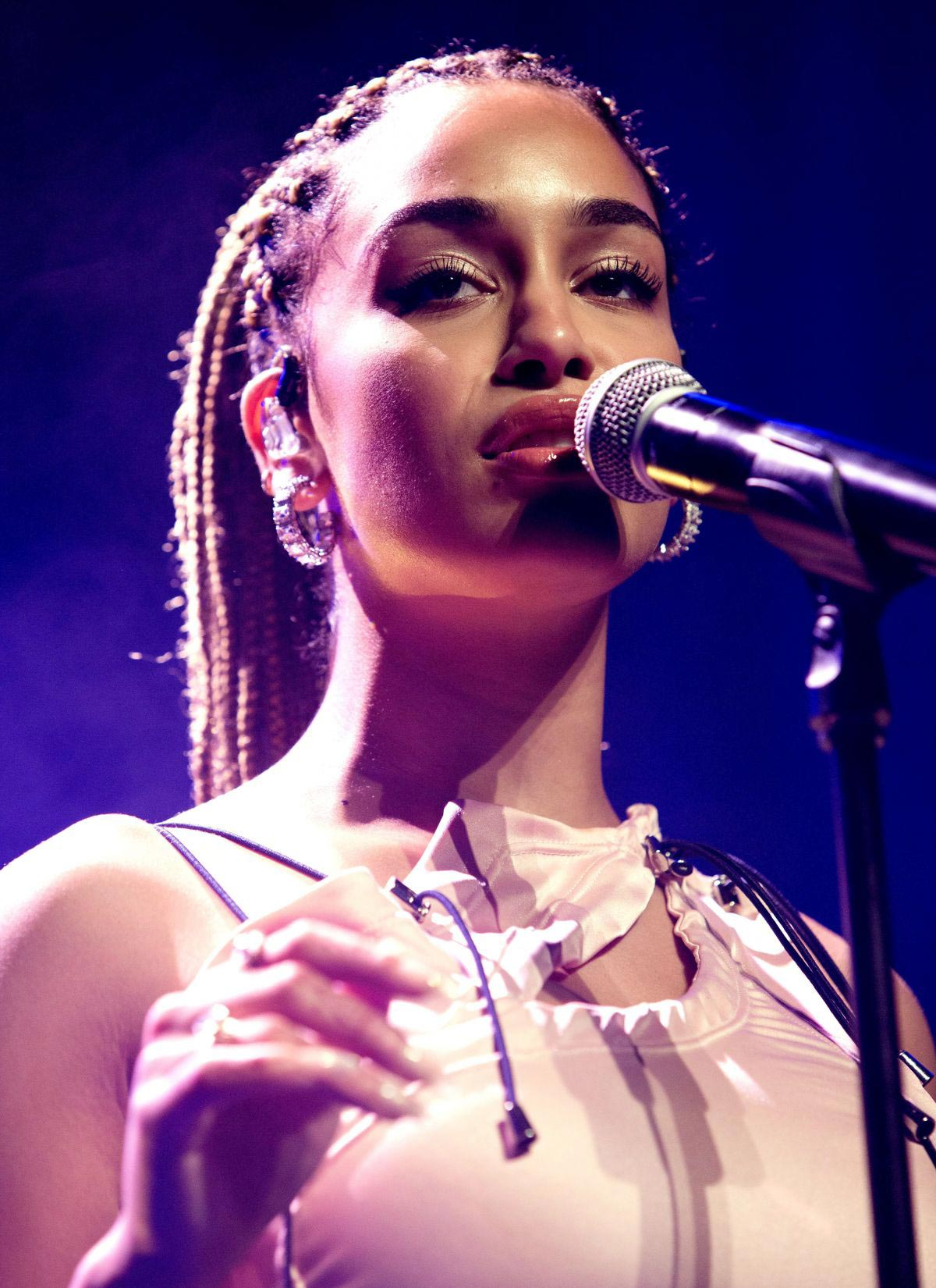 Jorja Smith Performs at O2 Academy in Birmingham 2018/10/13 1