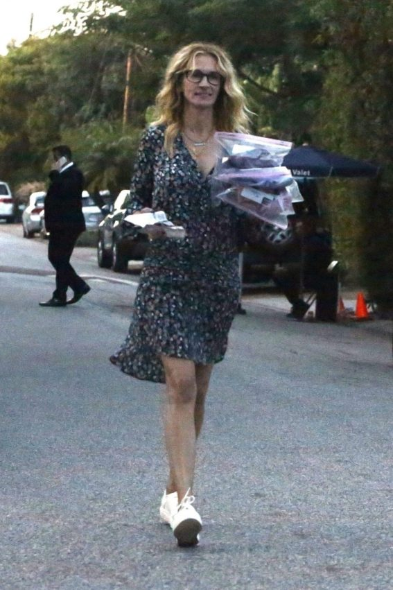 Julia Roberts Arrives at a Party in Malibu 2018/10/08 1