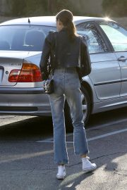 Kaia Gerber Out and About in Calabasas 2018/10/11 3