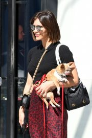 Katharine McPhee Out with Her Dog in Los Angeles 2018/10/18 10