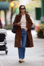 Katie Holmes Out for a Coffee in New York 2018/10/04 1