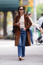 Katie Holmes Out for a Coffee in New York 2018/10/04 2