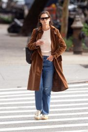 Katie Holmes Out for a Coffee in New York 2018/10/04 3