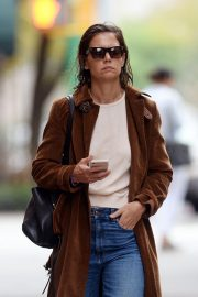 Katie Holmes Out for a Coffee in New York 2018/10/04 10