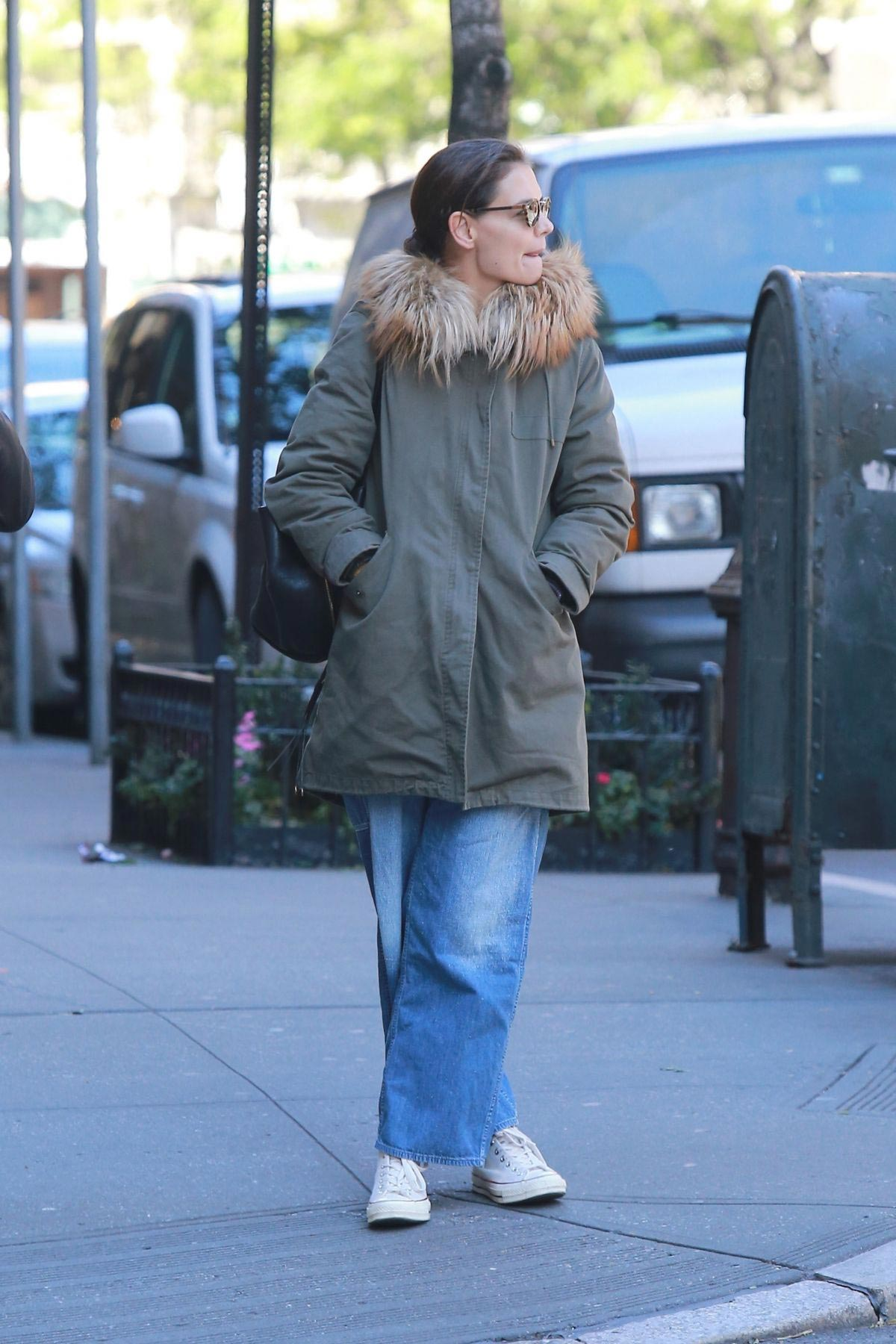 Katie Holmes Out in New York 2018/10/25 1