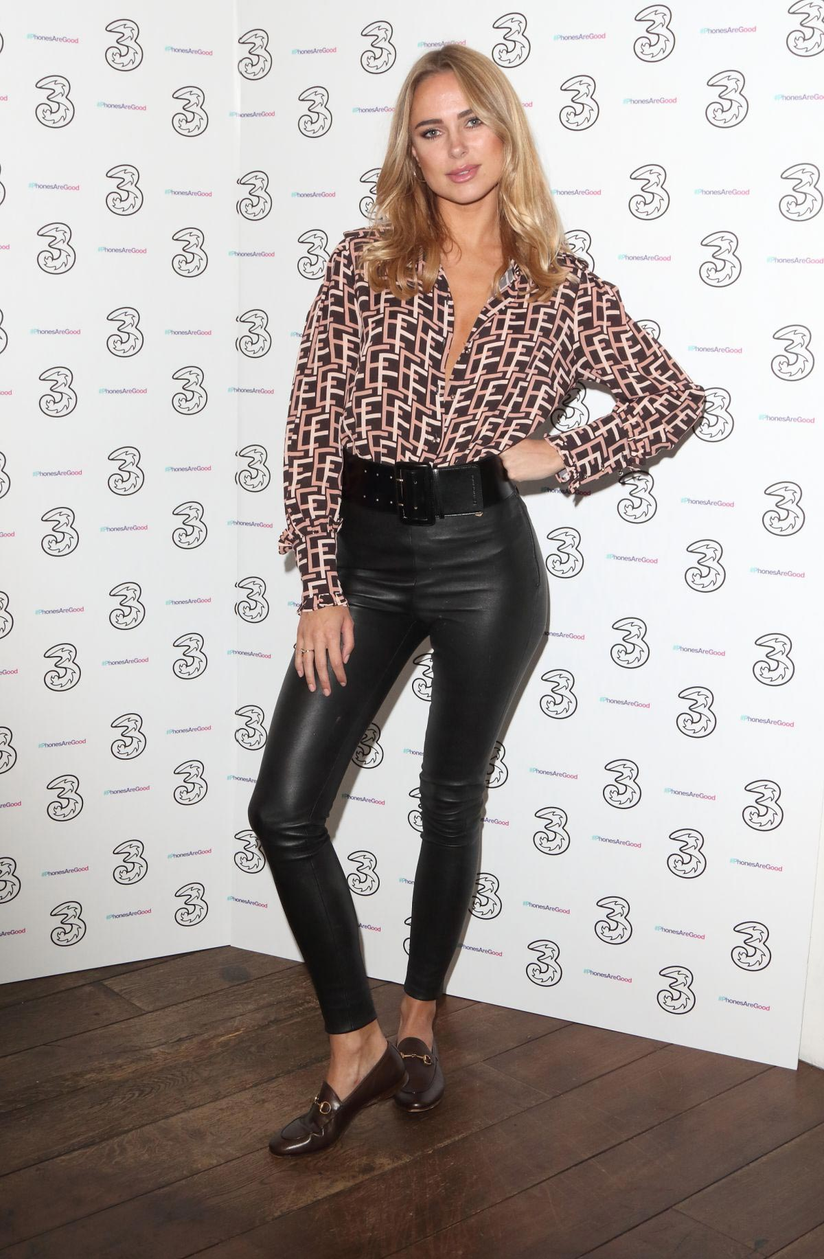 Kimberley Garner at Portr8's Three Mobiles VIP Gallery Launch in London 2018/10/25 1