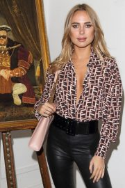 Kimberley Garner at Portr8's Three Mobiles VIP Gallery Launch in London 2018/10/25 4