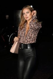 Kimberley Garner at Portr8's Three Mobiles VIP Gallery Launch in London 2018/10/25 8