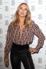 Kimberley Garner at Portr8's Three Mobiles VIP Gallery Launch in London 2018/10/25 10