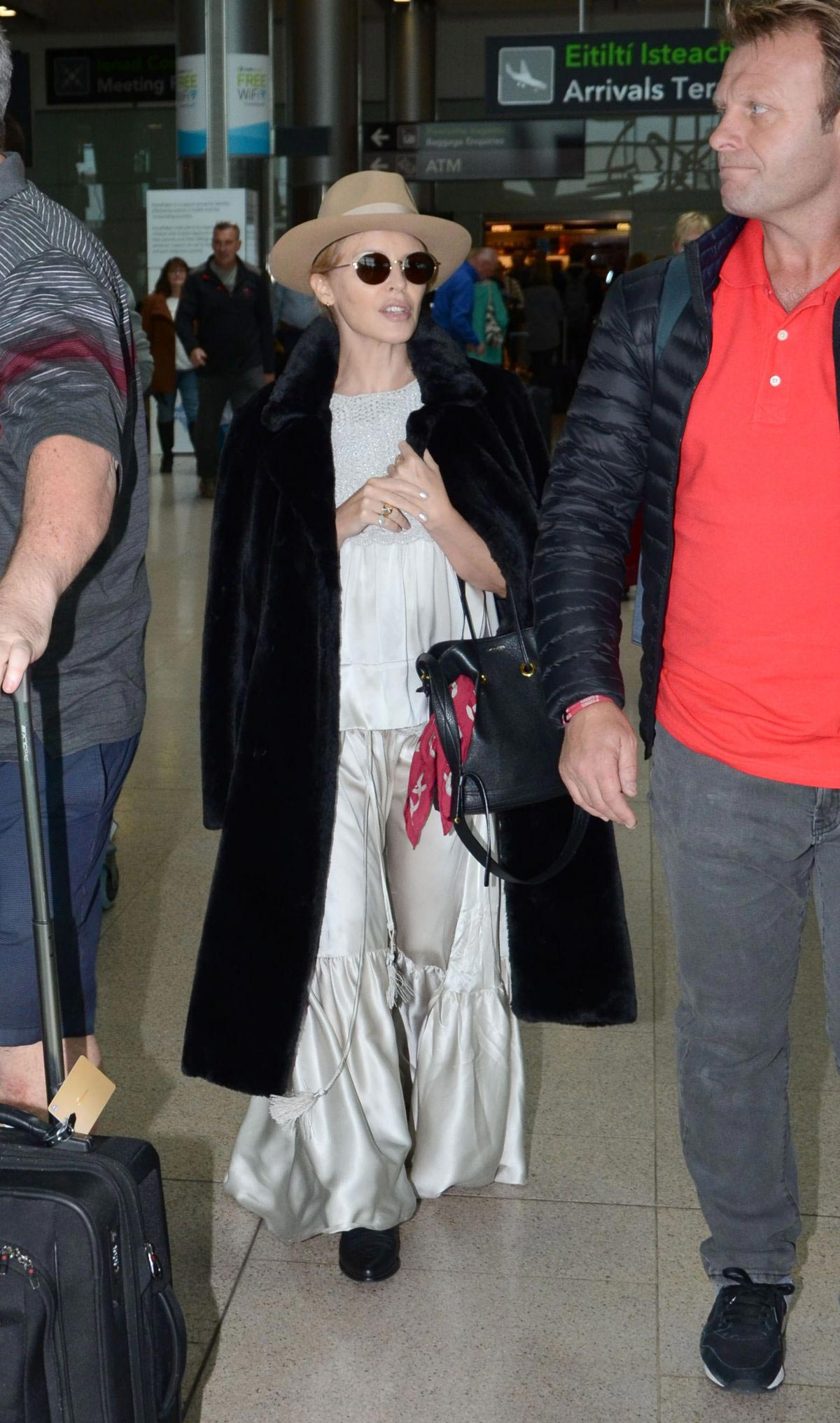 Kylie Minogue Arrives at Airport in Dublin 2018/10/05 1