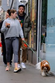 Lauren Miller and Seth Rogen Out with Their Dog in New York 2018/10/16 1