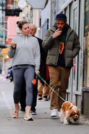 Lauren Miller and Seth Rogen Out with Their Dog in New York 2018/10/16 5