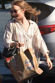 Lily Collins at Bristol Farms in Beverly Hills 2018/10/01 7