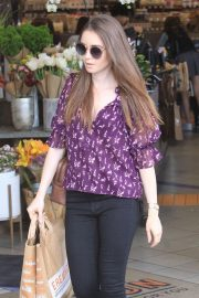 Lily Collins Shopping at Erewhon Market in Los Angeles 2018/10/02 3