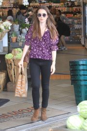 Lily Collins Shopping at Erewhon Market in Los Angeles 2018/10/02 4