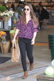 Lily Collins Shopping at Erewhon Market in Los Angeles 2018/10/02 6