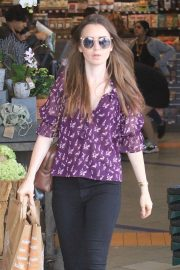 Lily Collins Shopping at Erewhon Market in Los Angeles 2018/10/02 7