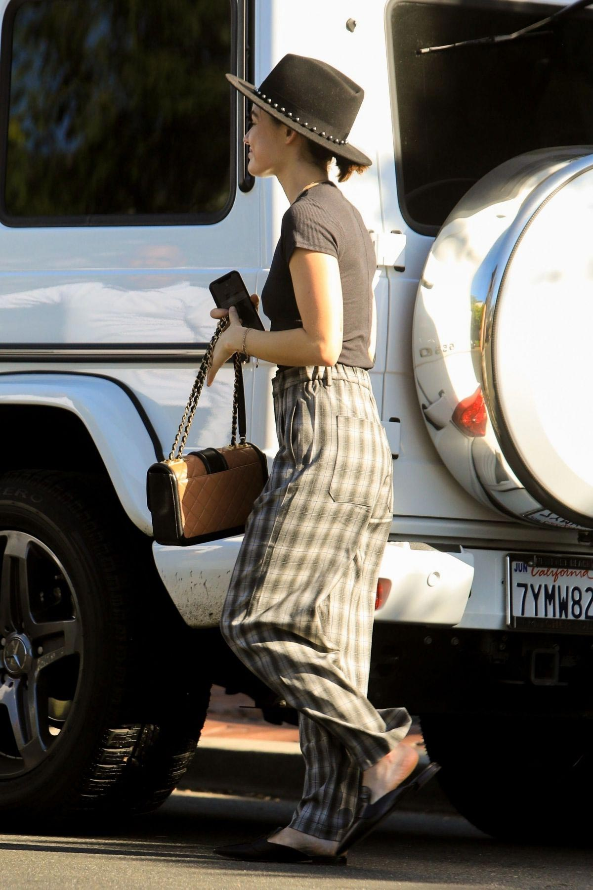 Lucy Hale Out Shopping on Melrose Place in West Hollywood 2018/10/08 1