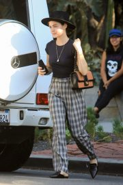 Lucy Hale Out Shopping on Melrose Place in West Hollywood 2018/10/08 4