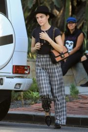 Lucy Hale Out Shopping on Melrose Place in West Hollywood 2018/10/08 5