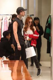 Madelaine Petsch Out Shopping in Beverly Hills 2018/10/12 7