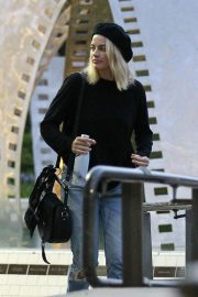 Margot Robbie Out and About in Culver City 2018/10/13 7