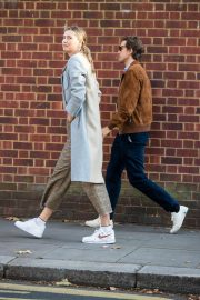 Maria Sharapova and Alexander Gilkes Out in Fulham 2018/10/19 2