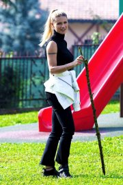 Michelle Hunziker at a Park in Clusone, Italy 2018/10/14 4