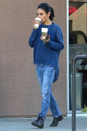Mila Kunis Out for Coffees in Los Angeles 2018/10/16 1