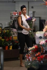 Nicole Murphy Shopping a Flower in Beverly Hills 2018/10/19 2