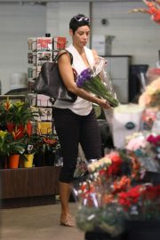 Nicole Murphy Shopping a Flower in Beverly Hills 2018/10/19 7