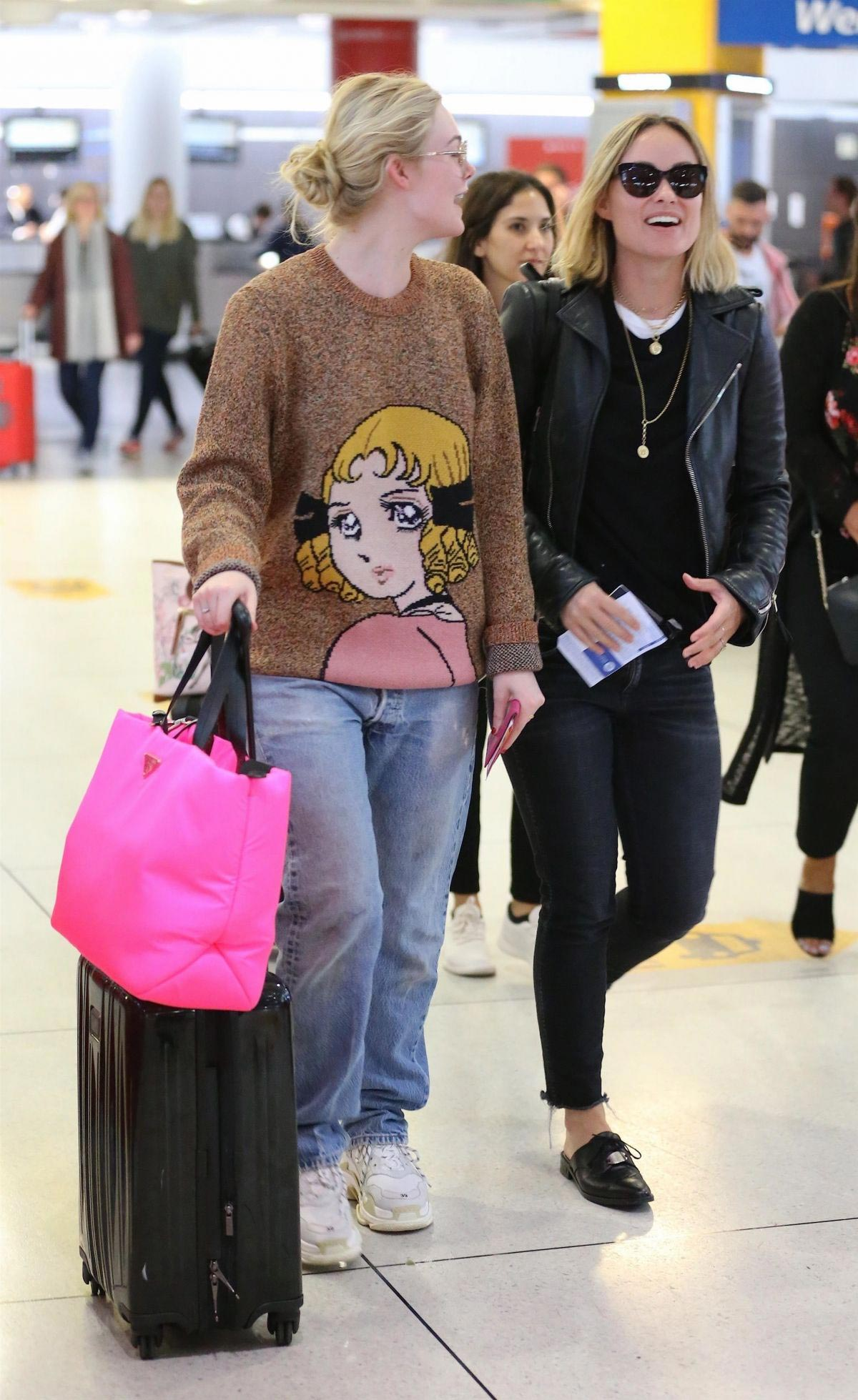 Olivia Wilde and Elle Fanning at JFK Airport in New York 2018/10/01 1