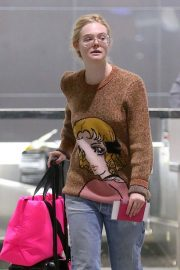 Olivia Wilde and Elle Fanning at JFK Airport in New York 2018/10/01 2