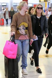 Olivia Wilde and Elle Fanning at JFK Airport in New York 2018/10/01 4