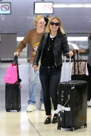 Olivia Wilde and Elle Fanning at JFK Airport in New York 2018/10/01 5