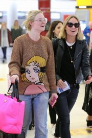 Olivia Wilde and Elle Fanning at JFK Airport in New York 2018/10/01 6
