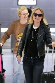 Olivia Wilde and Elle Fanning at JFK Airport in New York 2018/10/01 7