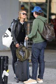 Olivia Wilde and Jason Sudeikis at JFK Airport in New York 2018/10/01 4