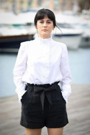 Phoebe Fox at Curfew Photocall at 2018 MIPCOM in Cannes 2018/10/15 6