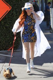 Phoebe Price Out with Her Dog in Beverly Hills 2018/10/19 3