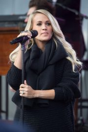 Pregnant Carrie Underwood Performs at Federation Square in Melbourne 2018/09/27 2