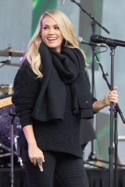 Pregnant Carrie Underwood Performs at Federation Square in Melbourne 2018/09/27 5