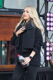 Pregnant Carrie Underwood Performs at Federation Square in Melbourne 2018/09/27 8