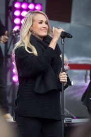 Pregnant Carrie Underwood Performs at Federation Square in Melbourne 2018/09/27 10