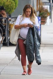 Pregnant Hilary Duff and Matthew Koma Out for Breakfast in Studio City 2018/10/02 1