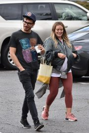 Pregnant Hilary Duff and Matthew Koma Out for Breakfast in Studio City 2018/10/02 4